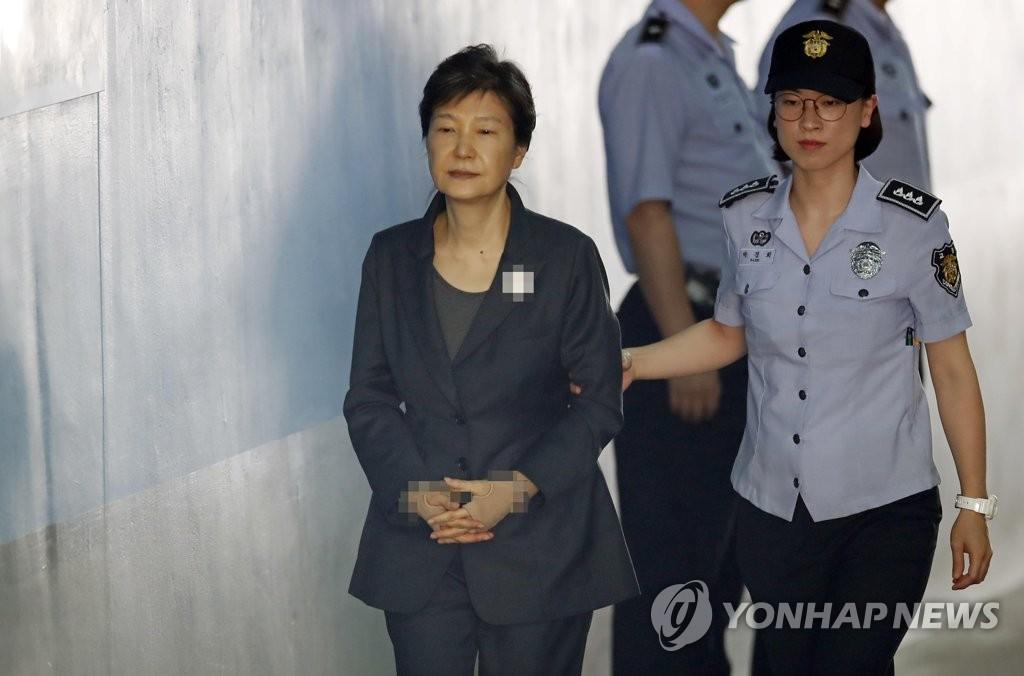 [판결] '공천개입' 박근혜, 2심서도 징역 2년