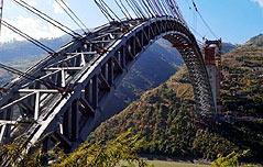 中,세계 최대 아치형<br> 철도교량 연결 성공