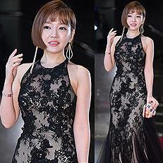 윤송아, 과감한 시스루 드레스