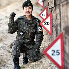 JSA경비대대 최초 여군 부사관