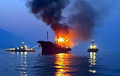 여수 앞 석유제품 운반선 화재 큰불길 잡아