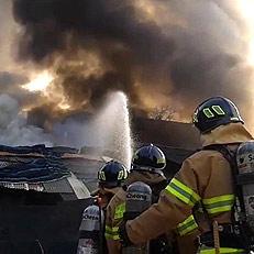 부산 한 아파트 인근 창고에 불