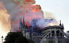 프랑스 파리의 상징 노트르담대성당 대화재