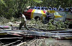 볼리비아서 협곡 아래로 300m 추락한 버스