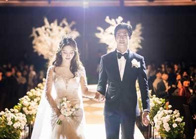 티아라 출신 한아름, 축가 부르는 신부…결혼 본식 공개