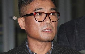 """김건모, 성폭행 의혹 부인 <br>""""배트맨 티셔츠는…"""""""
