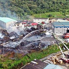 불길 잡힌 김해 물품보관 창고