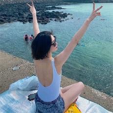 김새롬, 뽀얀 피부 수영복 자태