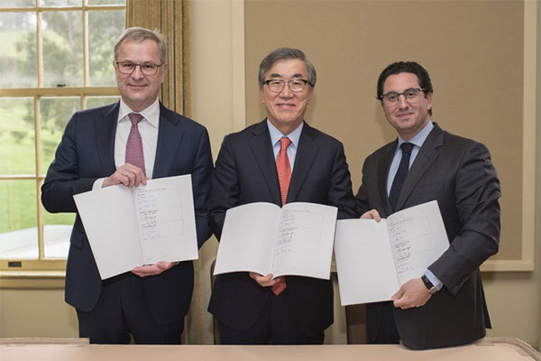 (From left to right) Maersk CEO Søren Skou, HMM CEO Yoo Chang-keun, and Mediterranean Shipping CEO Diego Aponte [Photo provided by Hyundai Merchant Marine Co.]