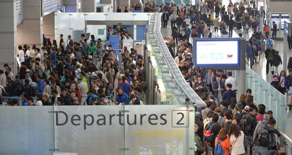"South Korea's main gateway Incheon International Airport is packed with people wishing to enjoy the ""golden week"" holiday overseas."