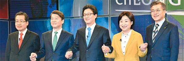 [대선후보 첫 TV토론회] 文·安