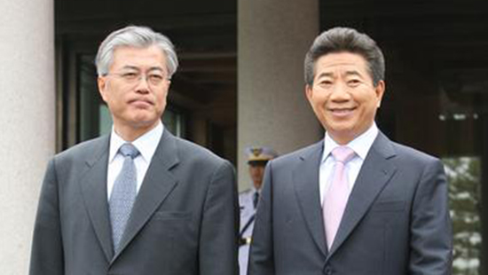Moon Jae-in and former President Roh Moo-hyun