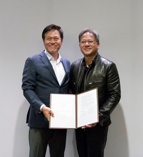 SK Telecom President Park Jung-ho and Nvidia CEO Jen-Hsun Huang pose for a photo after signing a strategic partnership agreement on May 11 (local time). [photo by SK Telecom]