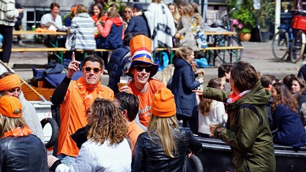 [지구촌 포토기행] 주황색 축제 물결 - 암스테르담 '킹스 데이'