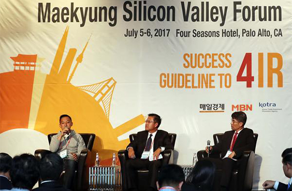 "A panel discussion is held under the theme of ""Korea's Future and Silicon Valley"" at Korean Night a day before the Maekyung Silicon Valley Forum starting Jul 5 (local time). From left to right, Memebox CEO Ha Hyung-seok, Michael Yang Capital Management CEO Michael Yang, Draper Athena Managing Director Perry Ha. [Photo by Kim Jae-hoon]"