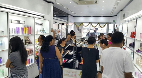 Fiji locals shop at the No. 1 Missha store in Damadar City Center [Photo by Missha]