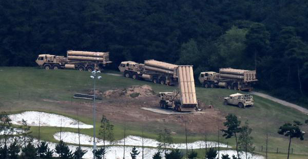 U.S. military forces are leveling the field while four more launchers for the Terminal High Altitude Area Defense (THAAD) antimissile system are being moved to a base in Seongju County, North Gyeongsang Province in this picture taken on Thursday. [Photo by Han Joo-hyung]