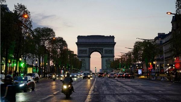 """[지구촌 포토기행] """"파리의 밤, 그 낭만을 찾아"""" 샹젤리제 거리"""