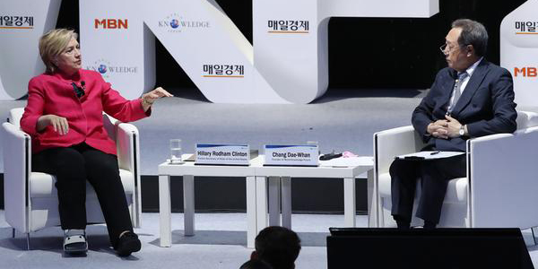 Former U.S. State Secretary Hillary Clinton talks with Maekyung Media Group Chairman Chang Dae-whan