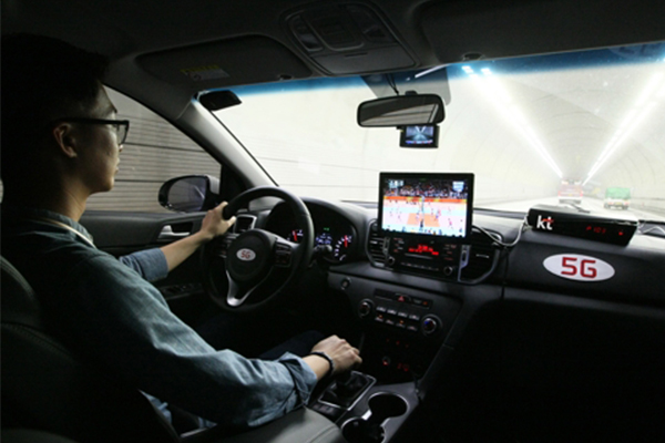 A KT engineer is checking video received through the 5G-SLT system in a car driving through a tunnel. [Photo provided by KT]