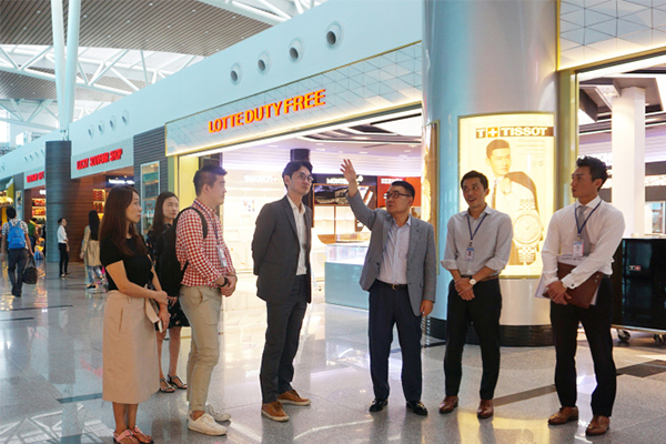 Lotte Duty Free CEO Jang Sun-wook (third from right) looks around the new Lotte Duty Free store that opened on Wednesday at Da Nang International Airport, Vietnam.