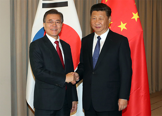 (from left) S. Korea`s President Moon Jae-in and China President Xi Jinping