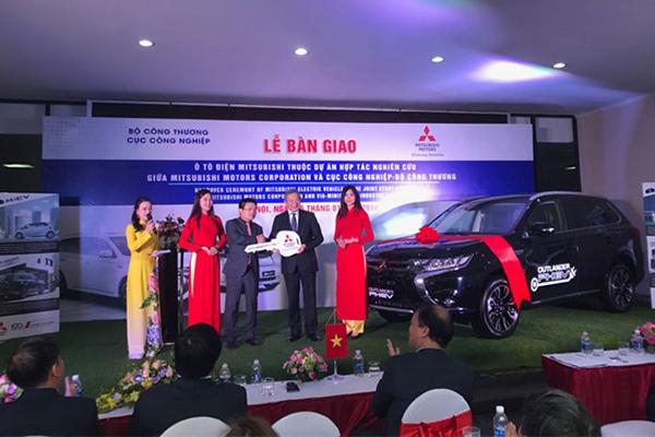 Representative of Mitsubishi Motors handovers Outlander PHEV model for MoIT.