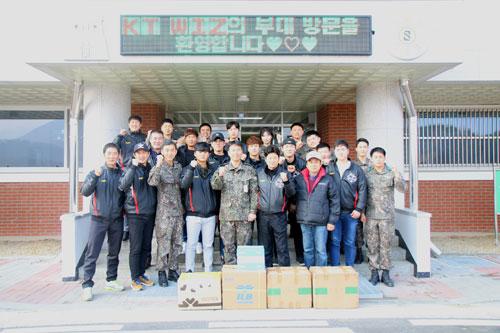 [프로야구] kt, 육군 제5보병사단 방문 '야구 저변 확대'