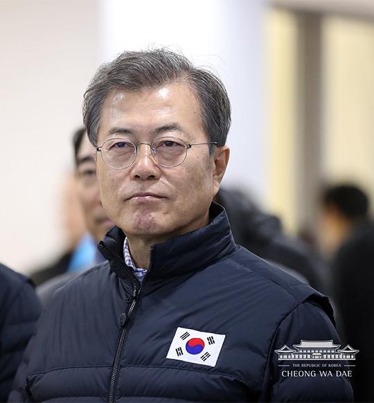 """文 대통령 """"女아이스하키팀 없는 현실 인지"""""""
