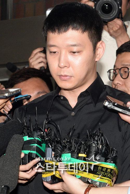 """박유천 반려견 피해자 """"얼굴 80바늘 꿰맸다...치료비만 3억 2천만원"""""""
