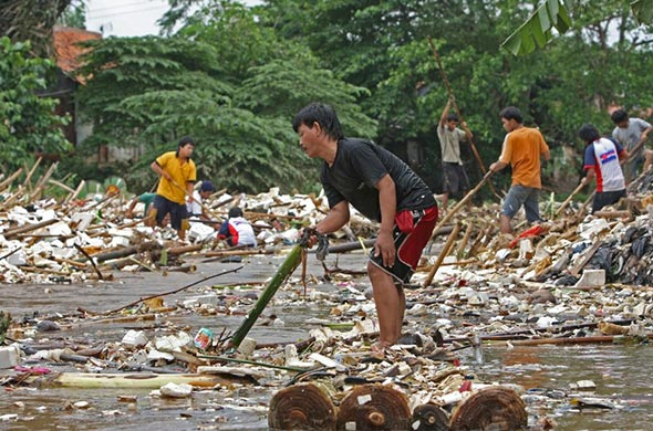The government plans to impose an excise tax on plastic bags this year in an effort to cut down plastic use and diversify excise revenue, an official said on Tuesday.