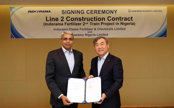 IEFCL CEO Munish Jindal (left) and Daewoo E&C Vice President Lee Yeon-woo. [Photo provided by Daewoo E&C]