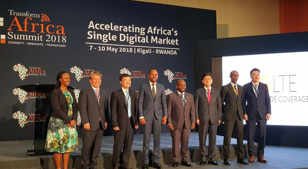 (Third from left) KT Corp. executive Yoon Kyong-rim and Rwandan officials at the Transform Africa Summit 2018 in Kigali, Rwanda. [Photo provided by KT Corp.]
