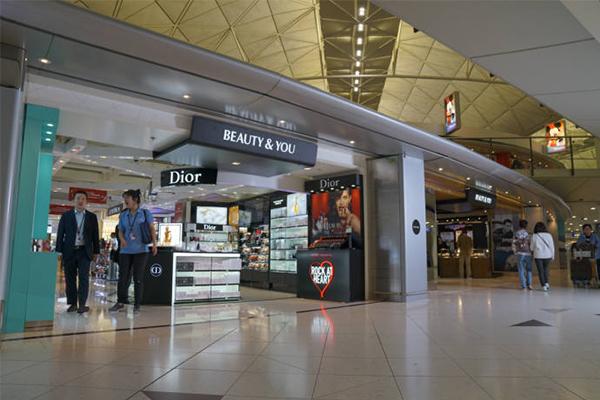 Shilla Duty Free at the Hong Kong airport