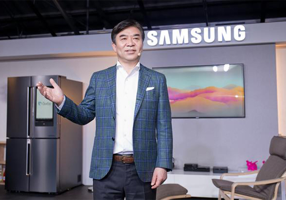 Kim Hyun-suk, President of Samsung Electronics' consumer electronics division, speaks during a press conference in Seoul, Thursday. [Photo provided by Samsung Electronics Co.]