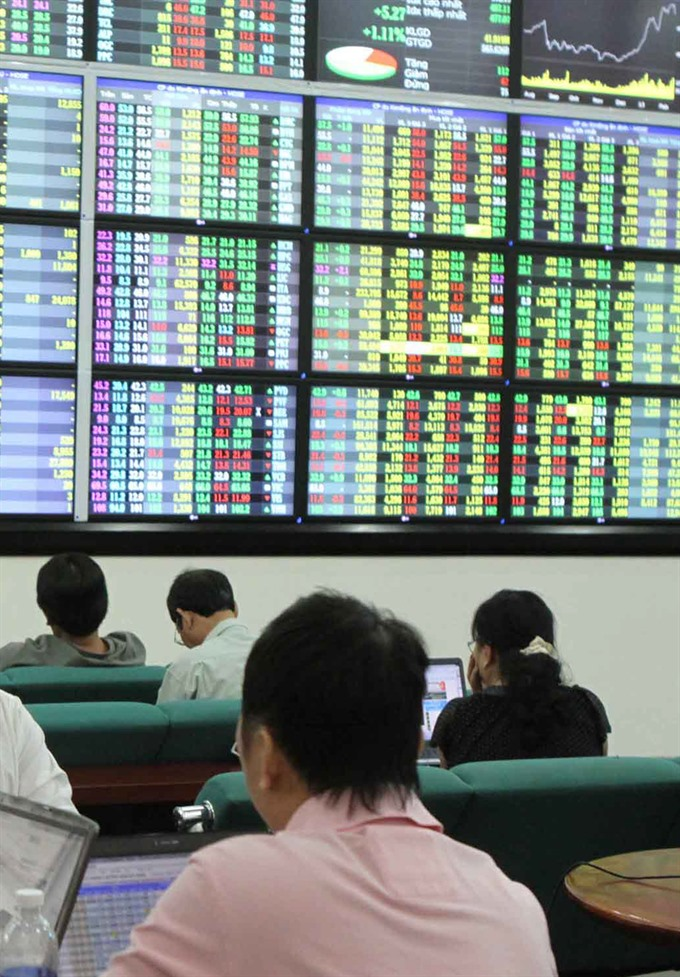 A trading session at Maybank Kim Eng Securities Company in HCM City. [VNA/VNS Photo Hoàng Hải]