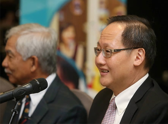 IHH Healthcare Bhd believes it will secure a 34 per cent to 35 per cent stake in India's Fortis Healthcare Ltd, according to managing director Dr Tan See Leng (right). [NSTP/SYARAFIQ ABD SAMAD]