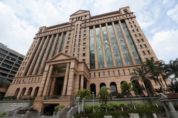 Analysts say the current fall seems to have mirrored the initial fall of the market sell-off in 2015 when FTSE Bursa Malaysia KLCI lost over nine per cent in just over two months since April 21, 2015. [NST picture by SALHANI IBRAHIM]