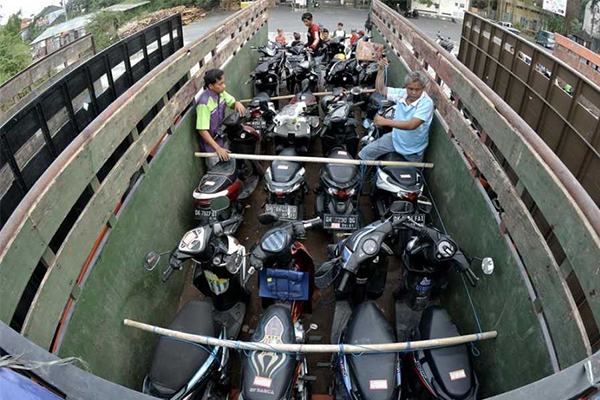 Motorcycle sales in Indonesia posted a strong gain in the first half this year, as purchasing power has recovered. [Antara Photo/Fikri Yusuf]