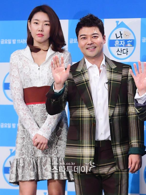 """전현무♥한혜진 4월 결혼? 양측 """"사실무근"""""""
