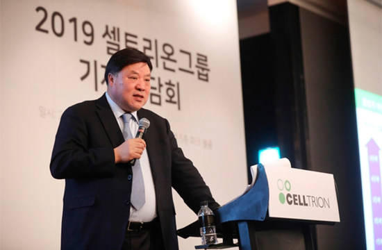 Celltrion Inc.`s Chairman Seo Jung-jin speaks at a press conference last Friday at Conrad Hotel in Yeouido, Seoul. [Photo provided by Celltrion Inc.]