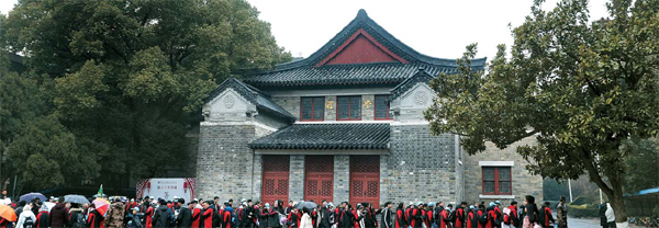 현재 난징대학으로 개명한 과거 `금릉대학`은 한국 독립운동가들이 다녔던 학교다. 기자가 답사한 날에는 학생들이 졸업사진을 찍고자 긴 행렬을 이루고 있었다.