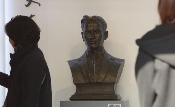 중국 상하이 루쉰공원(옛 훙커우공원) 내 정자 `매헌`엔 윤봉길 의사의 동상이 세워져 있다. 1932년 4월 29일 윤 의사가 일제를 향해 던진 건 `도시락 폭탄`이 아니라 `물통 폭탄`이었다. [사진 = 이승환 기자]