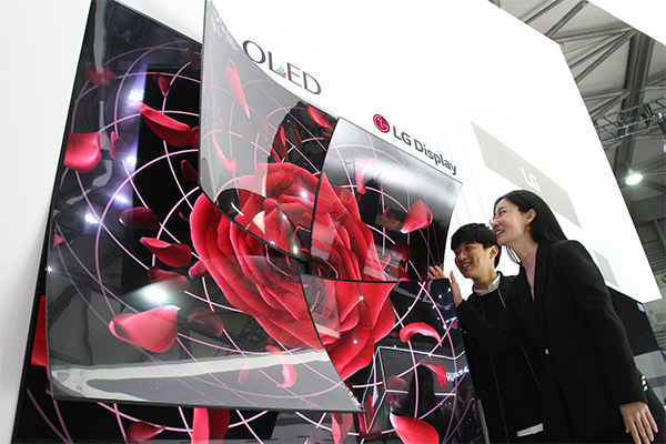 LG Display announces $2.54 bln investment in production of large OLED panels