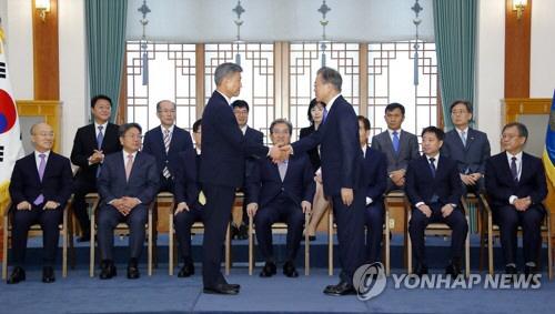 文, 박삼득 보훈처장에 임명장…'포용적 보훈정책' 당부