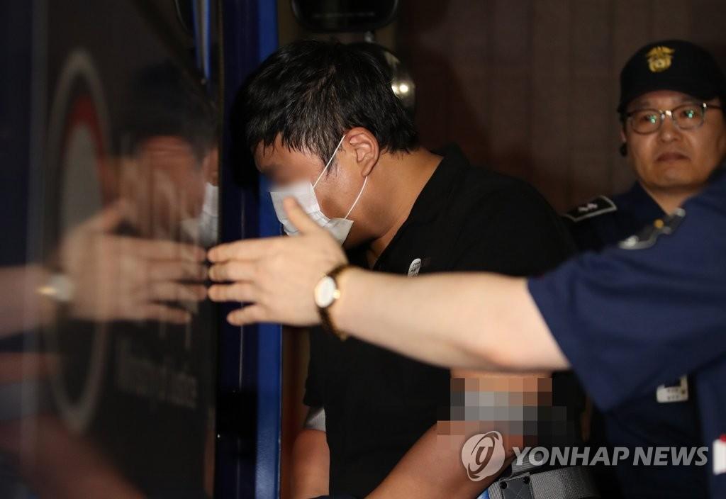 '가족펀드 의혹' 조국 5촌조카 구속영장
