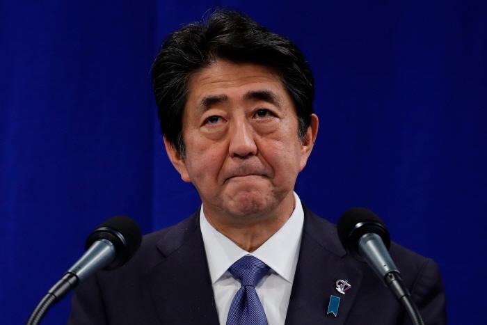 일본 아베 총리, 경제전쟁 대비하려고 만든 팀이…