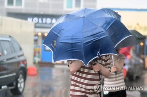 오늘 태풍 '타파' 영향으로 전국 흐리고 강한 비바람