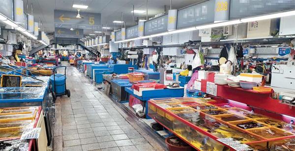 '불금'에도 부산 국제시장 썰렁…1층도 곳곳 빈 점포