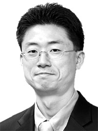 볼썽사나운 금융위-한은 밥그릇 다툼